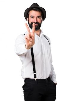 Hipster man met baard tellen twee