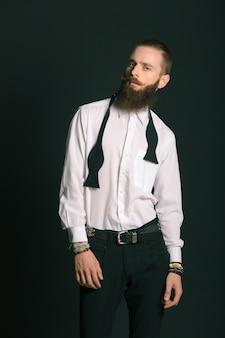 Hipster stijl bebaarde man