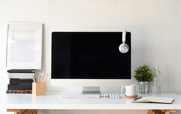 Hipster werkruimte computer, poster frame en gadget