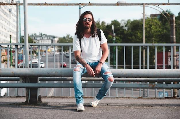 Hipstermodel met lang haar