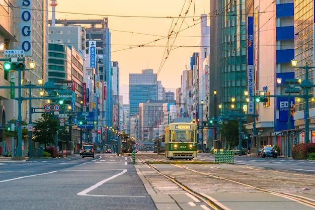 Hiroshima, japan - 3 april: hiroshima stad centrum in de vroege ochtend in japan op 3 april 2017