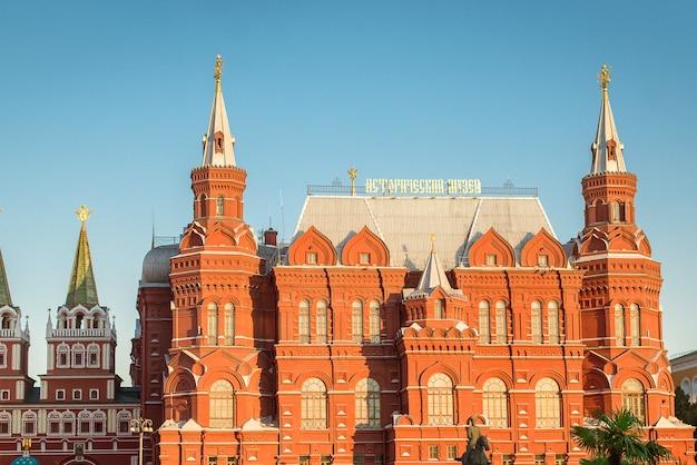 Historisch museum op het manezhnaya-plein, het rode plein, moskou, rusland