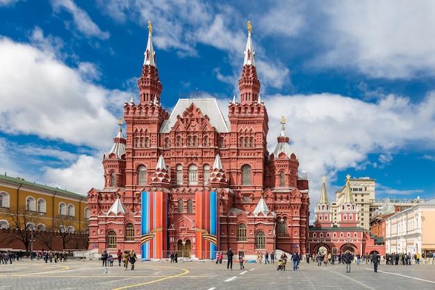 Historisch museum op het rode vierkant in moskou, rusland.