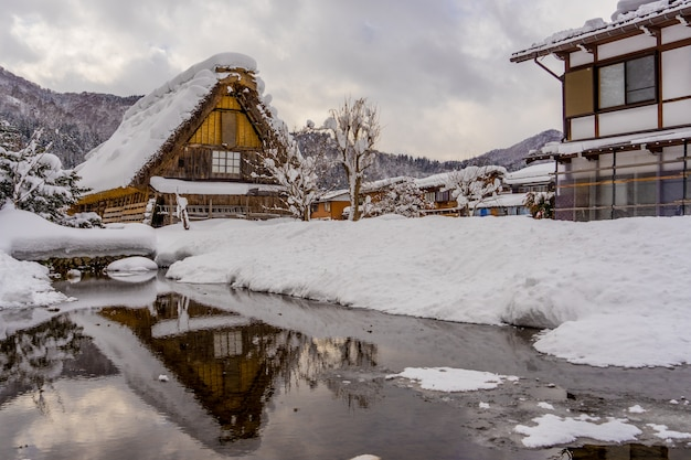 Historische dorpen van shirakawa-go en gokayama in het winterseizoen