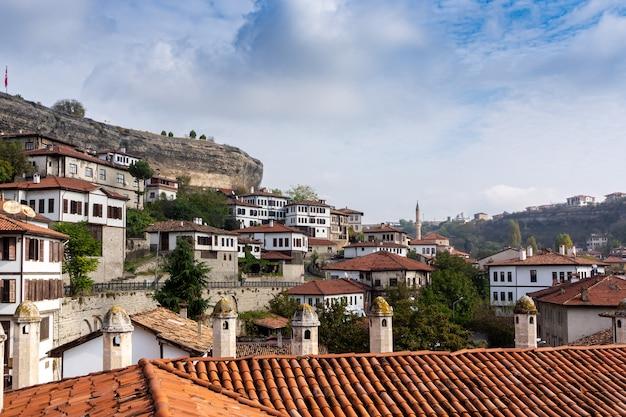Historische huizen rookkanaal met frame. safranbolu - turkije