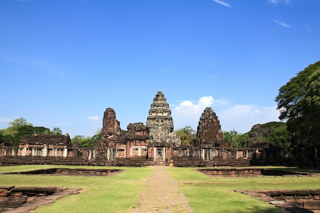 Historische prasat hin phimai castle in de provincie nakhon ratchasima, thailand.