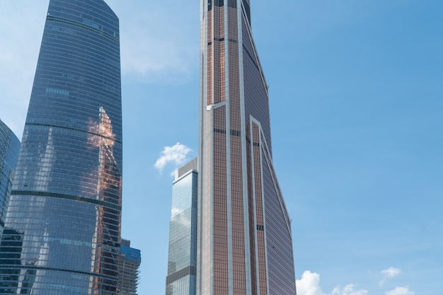 Hoge gebouwen van het zakencentrum van moskou district moscowcity tegen de daghemel