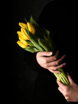 Hoge hoek boeket tulpen