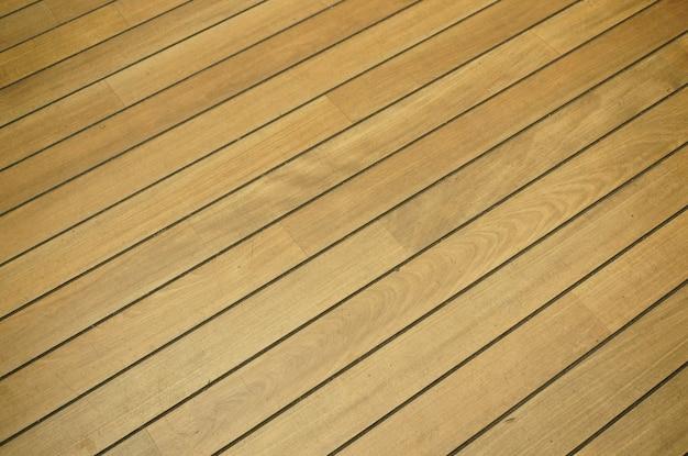 Hoge hoek die van een hardhouten vloer is ontsproten
