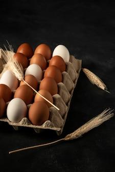 Hoge hoek eierdoos met tarwe