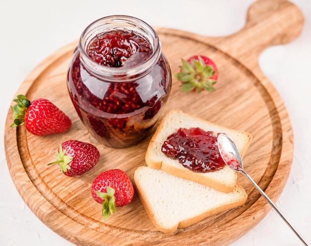 Hoge hoek heerlijke aardbeienjam