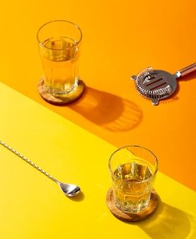 Hoge hoek heerlijke drank in glazen