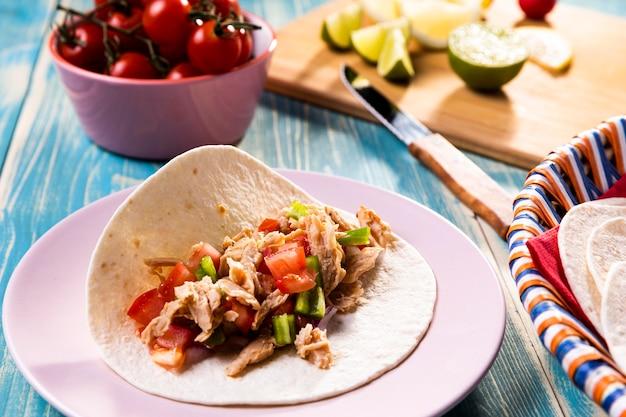 Hoge hoek heerlijke taco's ingrediënten