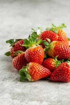 Hoge hoek heerlijke verse aardbeien