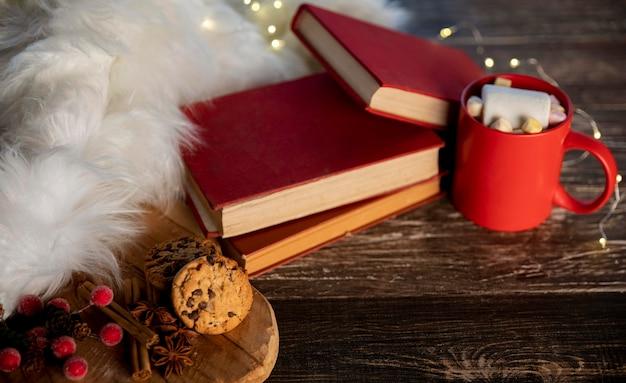 Hoge hoek hygge-objecten en voedsel voor de winter