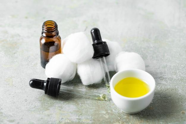 Hoge hoek kleine huidverzorgingsproducten
