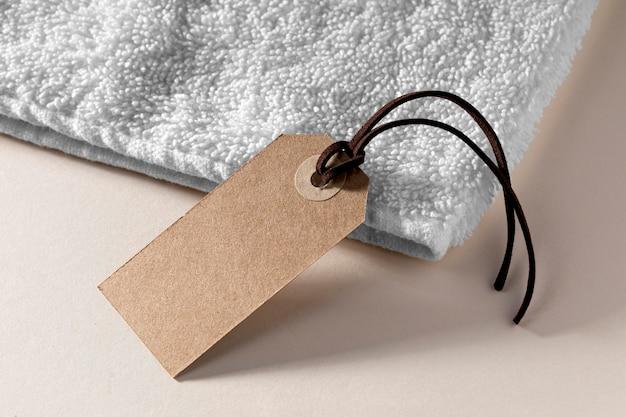 Hoge hoek lege kartonnen labelopstelling
