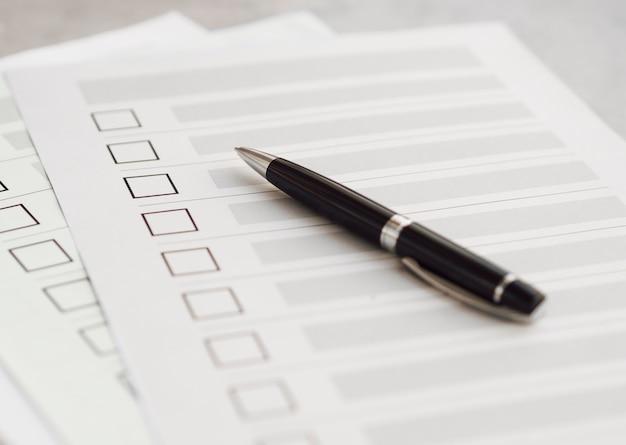 Hoge hoek meervoudige verkiezingsvragenlijsten