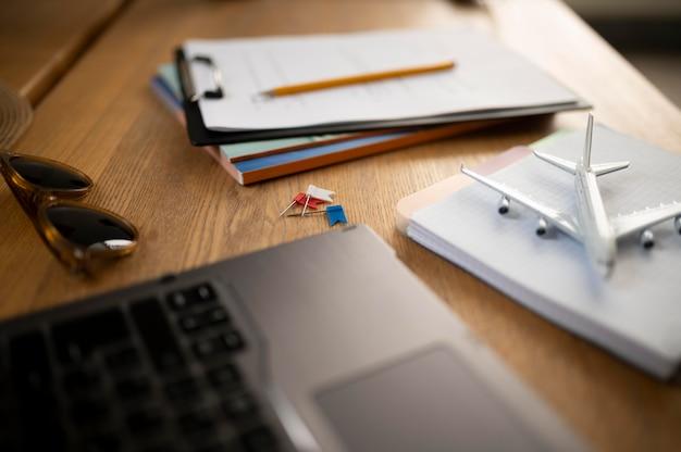 Hoge hoek notebook en laptop opstelling