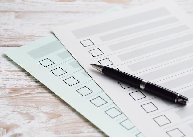 Hoge hoek onvolledige selectievakjes met pen