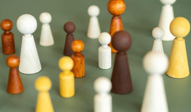 Hoge hoek schaken houten stukken