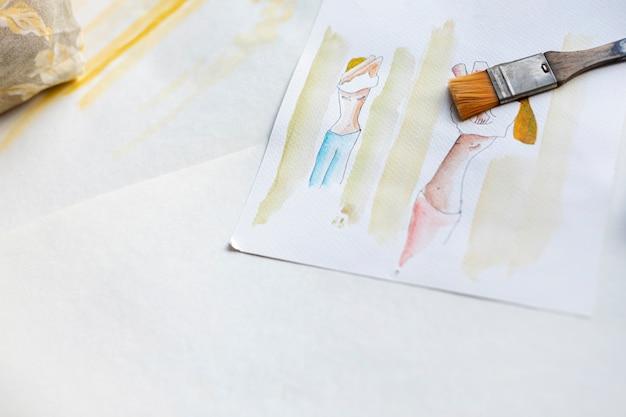 Hoge hoek schilderpenseel met tekenen