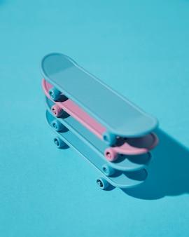 Hoge hoek skateboards stapel
