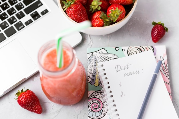 Hoge hoek smoothie en toetsenbord