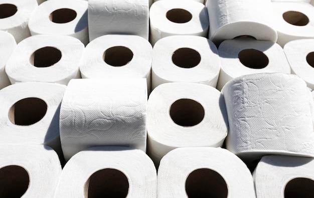 Hoge hoek toiletpapierrollen