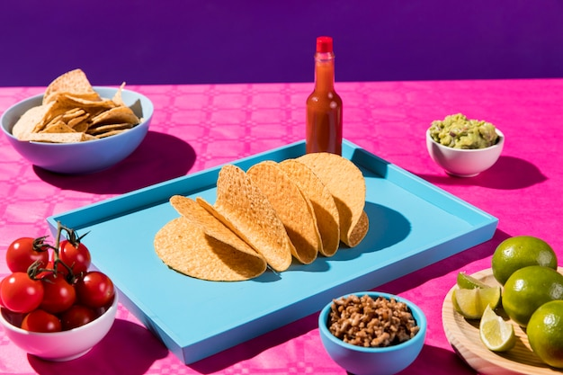 Hoge hoek tortilla's en ingrediënten