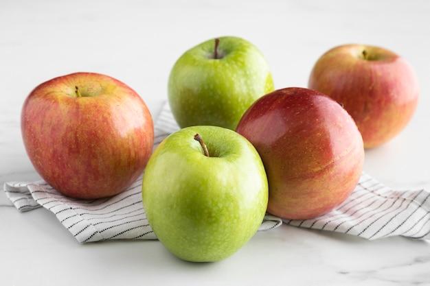 Hoge hoek van assortiment appels