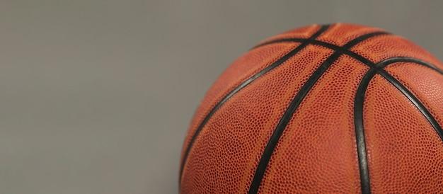 Hoge hoek van basketbal met kopie ruimte