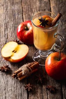 Hoge hoek van heerlijk appelsap