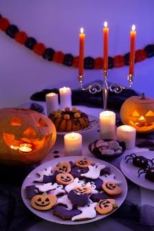 Hoge hoek van heerlijk halloween-voedselconcept
