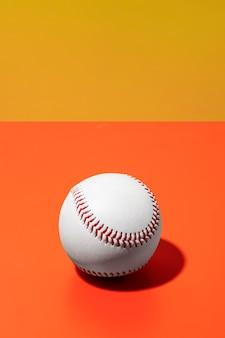 Hoge hoek van honkbal met kopie ruimte