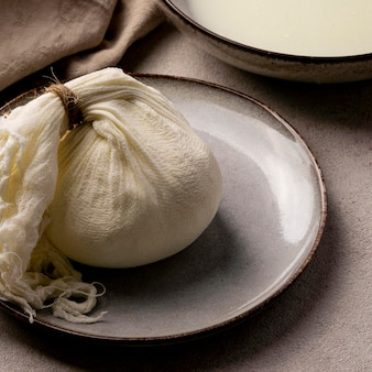 Hoge hoek van kaasbereidingsproces
