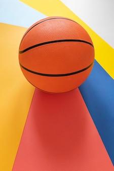 Hoge hoek van nieuw basketbal