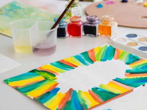 Hoge hoek van schilderen met aquarel set