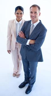 Hoge hoek van staande zakenvrouw en zakenman