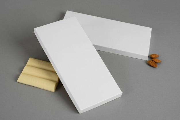 Hoge hoek van witte chocoladereep met exemplaarruimte