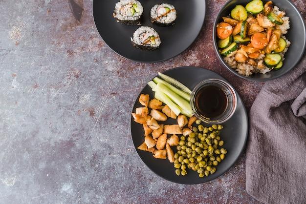 Hoge hoek weergave maaltijd met kopie-ruimte