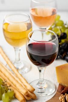 Hoge hoek wijn bereid om te proeven