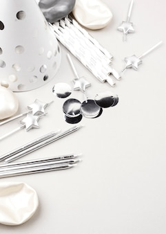 Hoge hoek zilveren verjaardagsornamenten