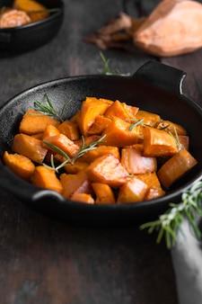 Hoge hoek zoete aardappel maaltijd