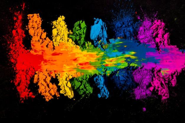 Hoge hoekmening van kleurrijke vlekkerig indiase holi kleur