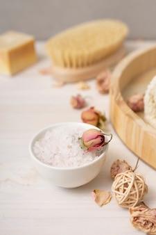 Hoge hoekopstelling met zouten voor bad