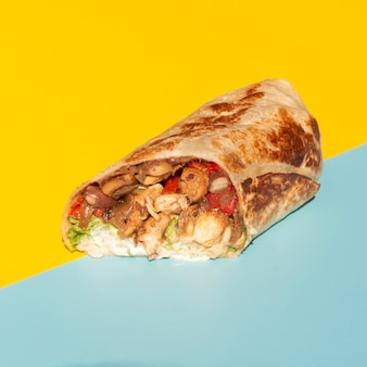 Hoge hoekregeling met heerlijk mexicaans eten