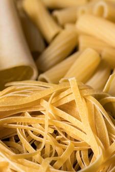 Hoge hoeksamenstelling met verschillende pasta