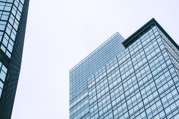 Hoge moderne stijl gebouw in de stad