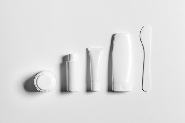 Hoge resolutie cosmetische fles pakket 3d-rendering geïsoleerd geschikt voor uw ontwerpelement Premium Foto